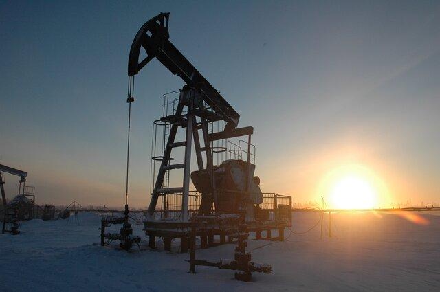 Стоимость нефти Brent стремится вниз к $51 за баррель