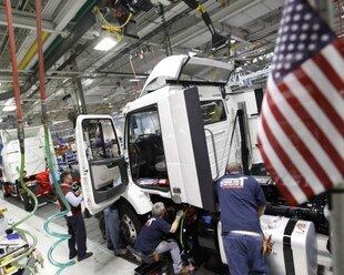 Дефицит торгового баланса США вырос до максимума