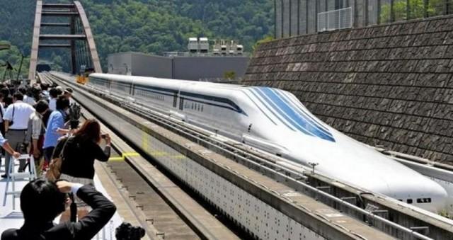 Летающий поезд из Японии побил рекорд скорости
