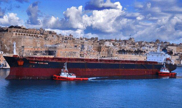 Нефтехранилища Китая заполнены до предела