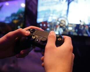 Террористы могли использовать PS 4 для связи