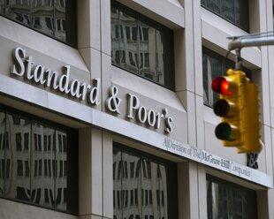 S&P снизило рейтинг восьми крупнейших банков США