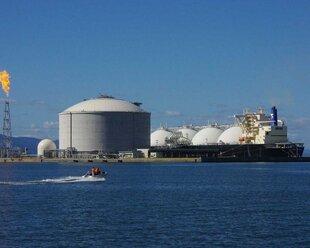 Shell: Газпром обсуждает продажу 49% Балтийского СПГ