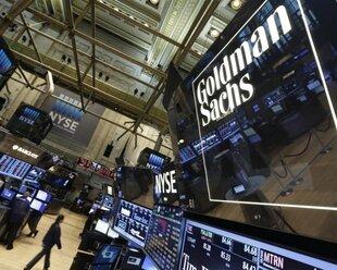 Прибыль Goldman Sachs упала четвертый квартал подряд