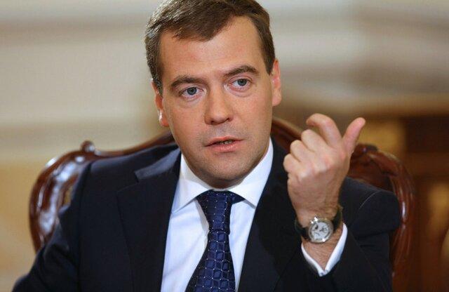 Медведев ждет цену нефти от 25 до 40 долларов
