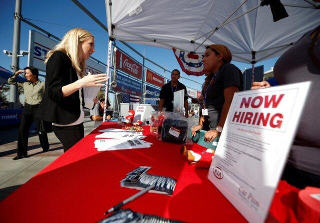 Число первичных заявок на пособие по безработице в США выросло до 294 000