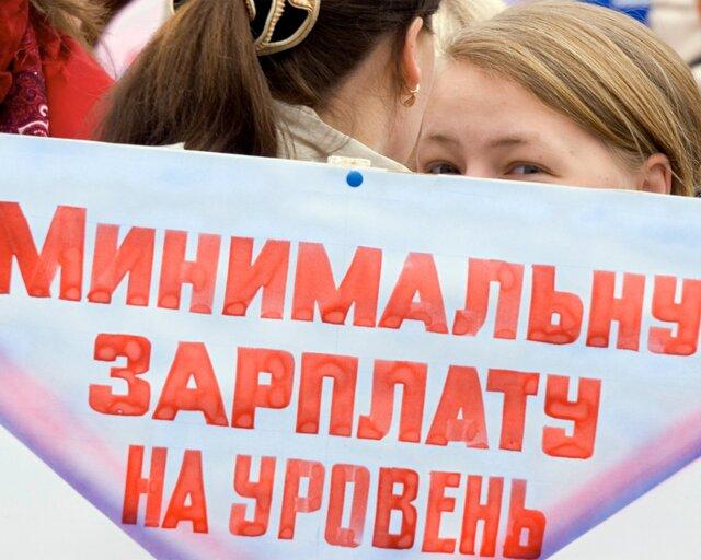 Путин подписал закон оповышении МРОТ до7,5 тыс руб