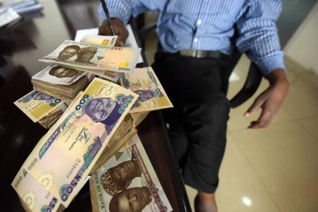 Еще одна жертва нефти: Нигерия обвалила свою валюту на 30%