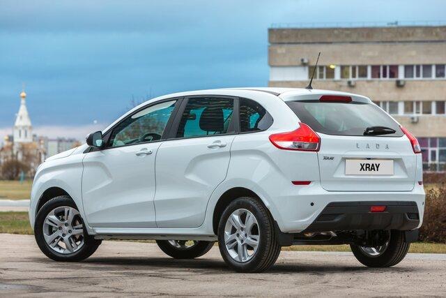 Продажи в Российской Федерации новых легковых автомобилей летом уменьшились на12,5%