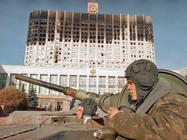 Про это не расскажут на ТВ: зачем Ельцин расстрелял Белый дом в 1993 году
