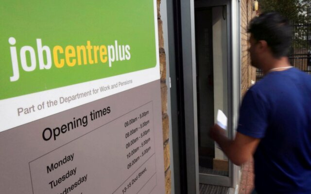 Количество заявлений наполучение пособий побезработице неожиданно упало летом