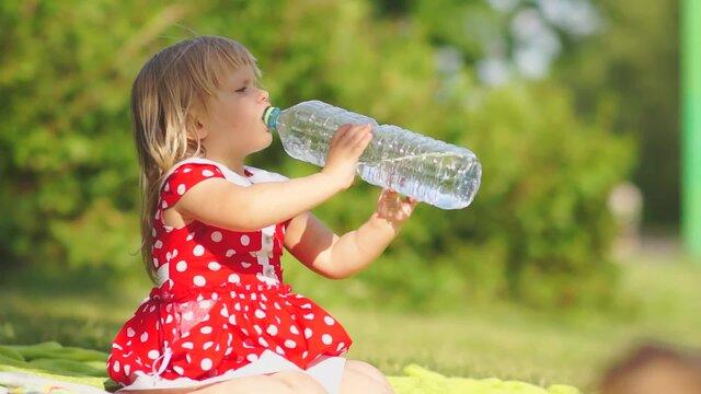 Специалисты «Росконтроля» обнаружили вдетской воде ртуть ихлороформ