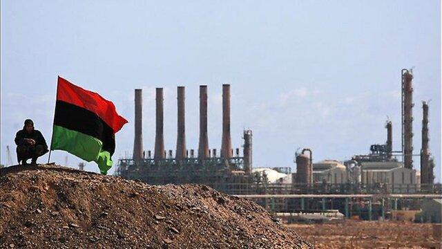 Национальная нефтяная компания Ливии возобновляет экспорт нефти через свои главные нефтетерминалы