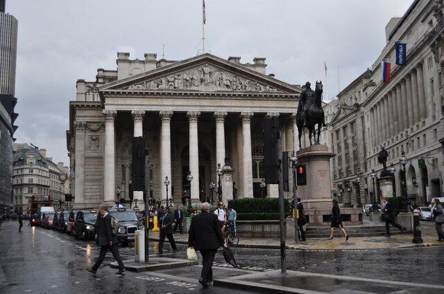 Банк Британии оставил базовую ставку без изменений