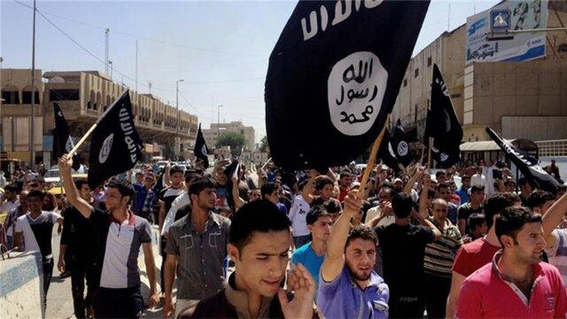 Исламские террористы экстремистской группировки подожгли 19 нефтяных скважин впроцессе отступления изМосула