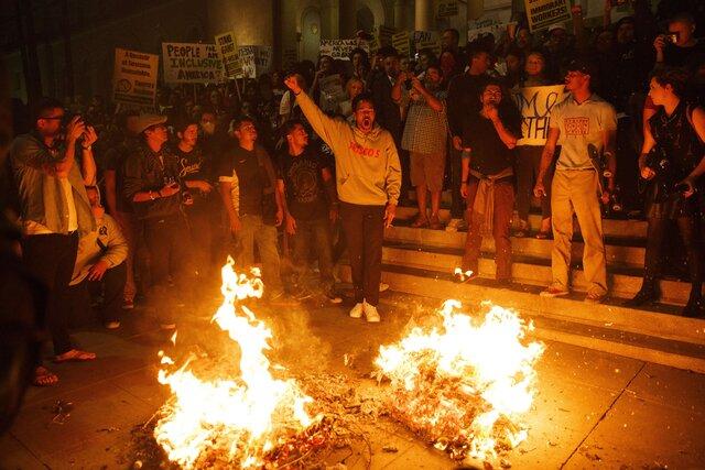 ВСША третий вечер подряд проходят протестные акции против Трампа