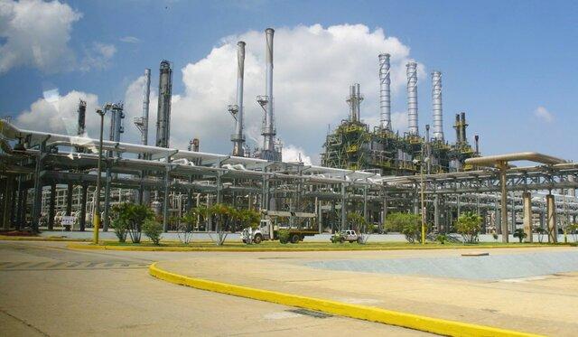 Мадуро обсудил сСечиным развитие сотрудничества внефтегазовой сфере