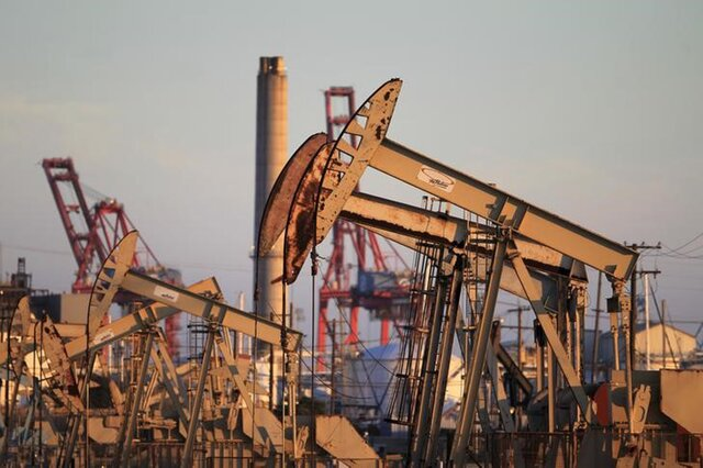 Казахстан несократит добычу на больших месторождениях