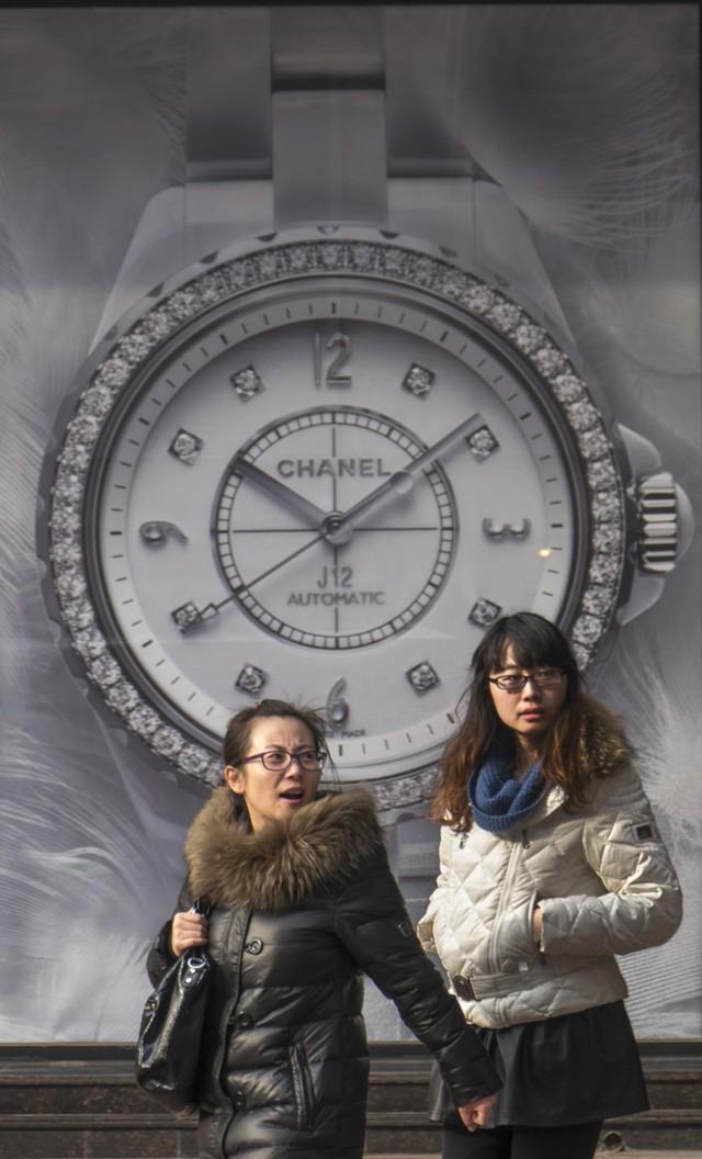 Время сбилось у швейцарских часов