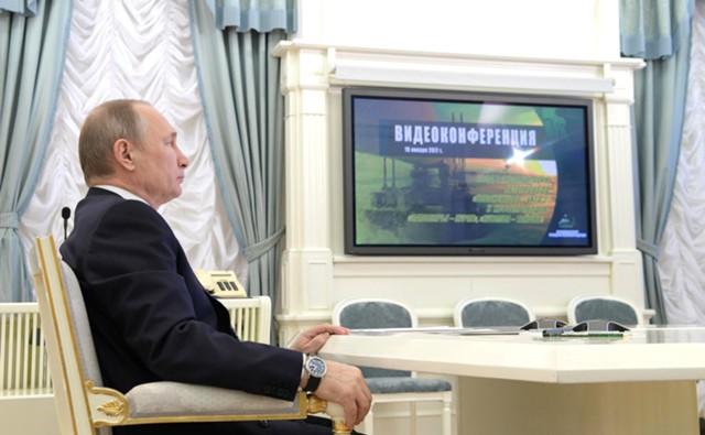 Путин запустил 2 нефтепровода в Заполярье