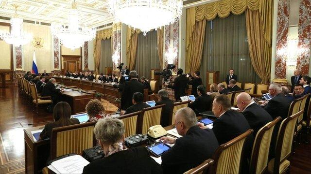 Расходы насодержание дорог составили неменее 700 млрд руб. — Медведев