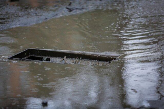 Граждан России заставили платить заснег идождь