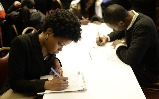 Число первичных обращений запособием побезработице неожиданно уменьшилось — США