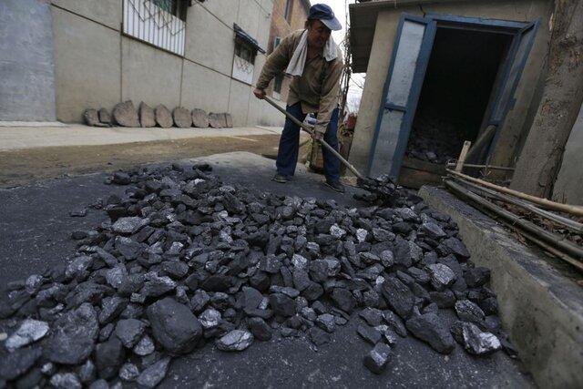 КНР сократит еще 500 тыс. служащих в«грязной» индустрии