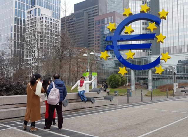 Иностранные инвесторы избавляются от бондов еврозоны