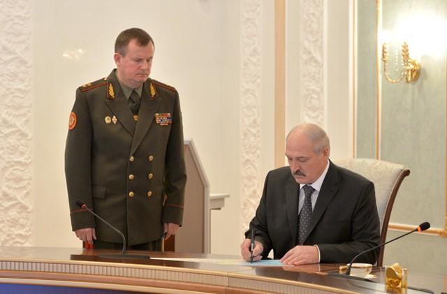 Лукашенко потребовал допустить НАТО на учения с РФ
