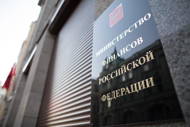 Дефицит консолидированного бюджета РФ упал на треть