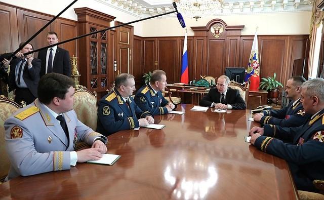 Путин: Росгвардия должна бороться с экстремизмом