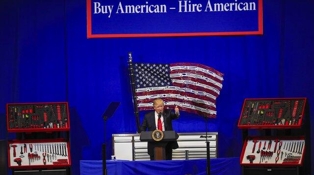 Трамп подписал указ о поддержке производителей США