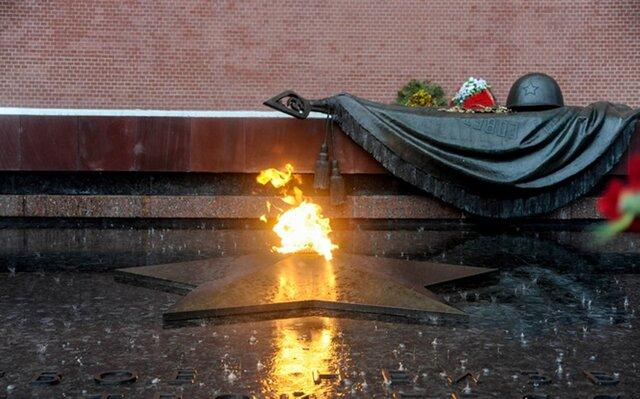 Собянин возложил цветы кМогиле Неизвестного бойца
