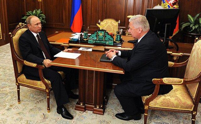 Путин проинформировал обидее поднятия МРОТ допрожиточного минимума