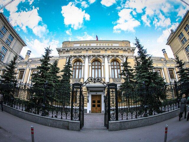 В ЦБ раскритиковали политику слабого рубля. Почему Банк России против девальвации
