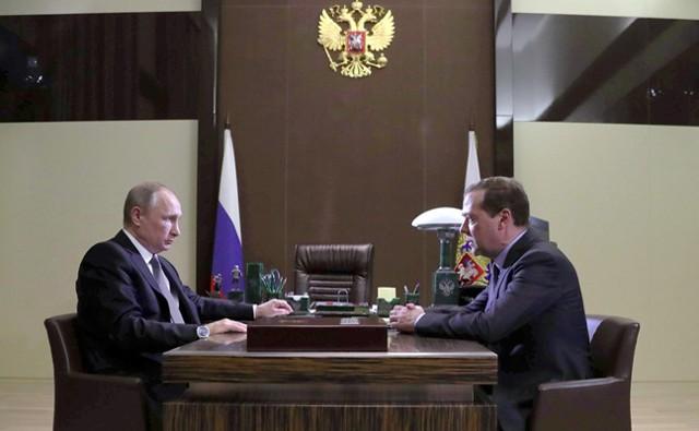 Медведев сообщил Путину план правительства до 2025