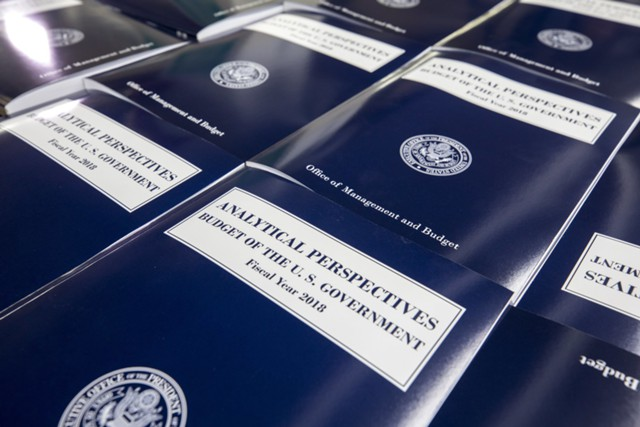 Трамп решил сократить роль правительства в Америке?