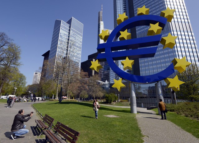 Евро взлетел до максимума за 6 месяцев