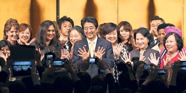 Премьер Японии ипрезидент Франции подчеркнули значимость разговора сРоссией