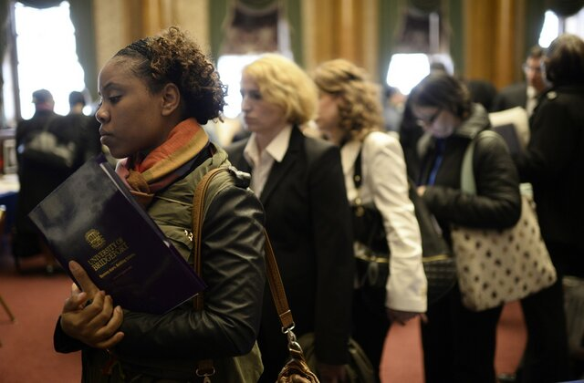 Число заявок напособие побезработице выросло на тысяча — США