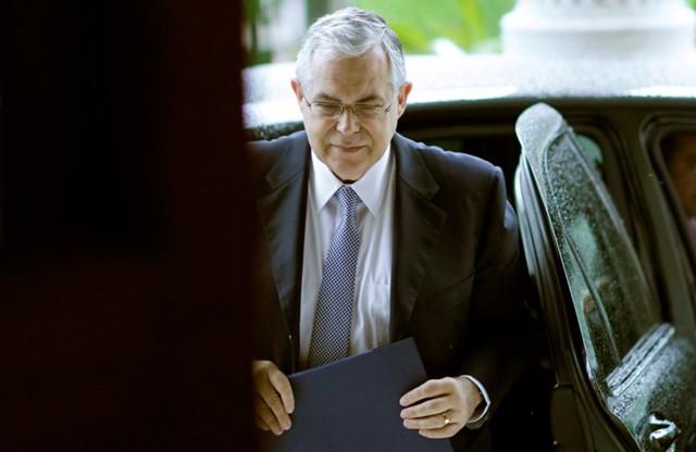 Экс-премьера Греции ранили при покушении в Афинах