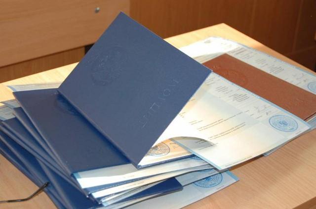 В РФ ужесточат наказание за сбыт фальшивых дипломов