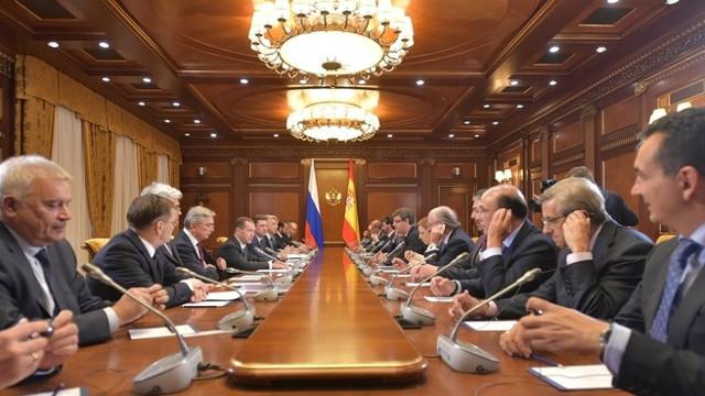 Медведев: РФ и Испания сохраняют деловые контакты