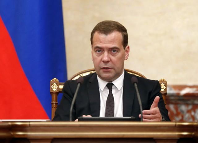 Медведев: бюджет нацелен на рост несмотря на санкции