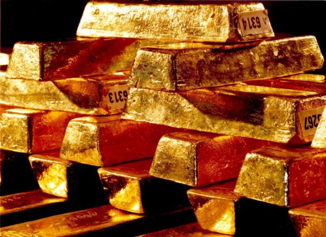 Цена золота за минуту упала на 1,6%