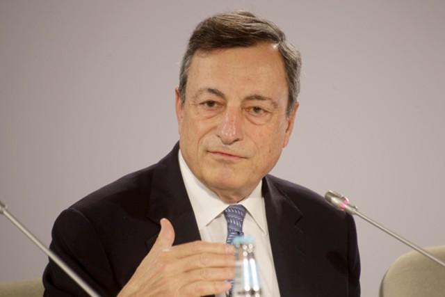 Евро вырос до максимума за год на заявлениях Драги