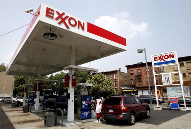 Стоимость топлива в США упала до минимума с 2005 г.