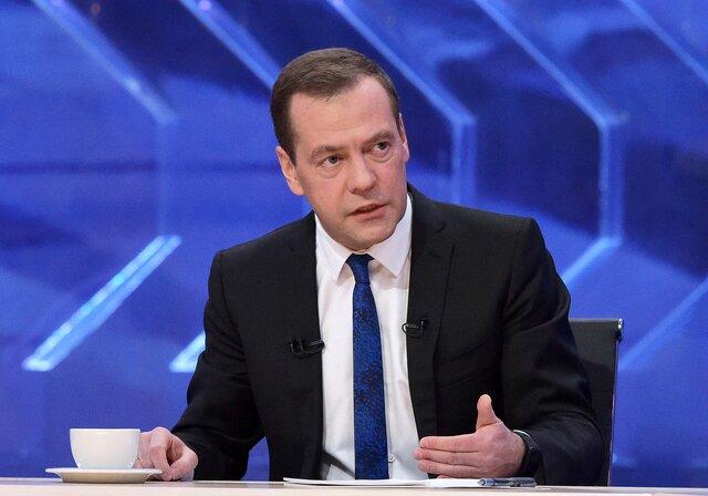 Медведев продлил контрсанкции до 31 декабря 2018 г.
