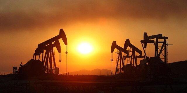 Нефть дешевеет, однако Brent держится выше $52 забаррель